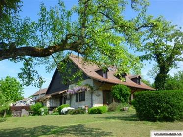 House: 360 m²