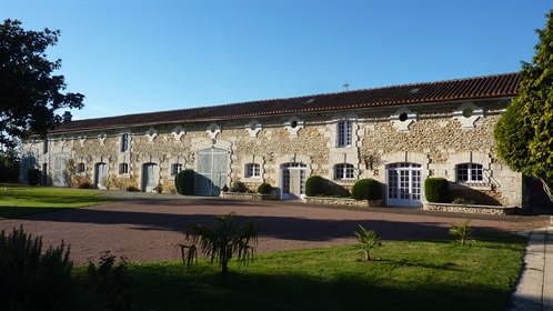 Restored Stone Property With Swimming Pool Just 5 Minutes From Town With Amenities A 5 min...