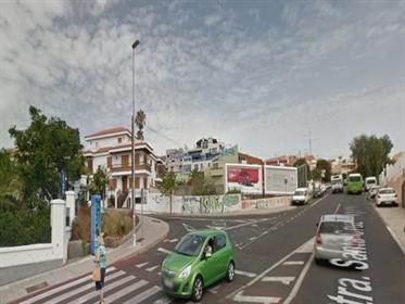Solar urbano en zona residencial