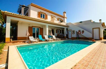 Villa tradicional de 5 quartos para venda em Aljezur