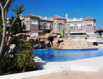 Villa en venta. Pedregalejo. Málaga