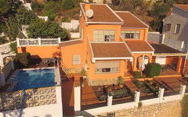 Villa Con Piscina Privada En El Atabal