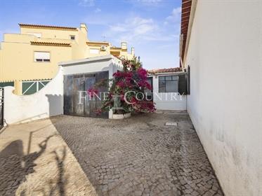 Lagoa/ Mexilhoeira da Carregação - Eingeschossige, halbseitig angebaute 3-Sz Villa in typischem, por
