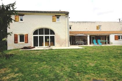 Maison Jonzac 6 pièce(s) 200 m2