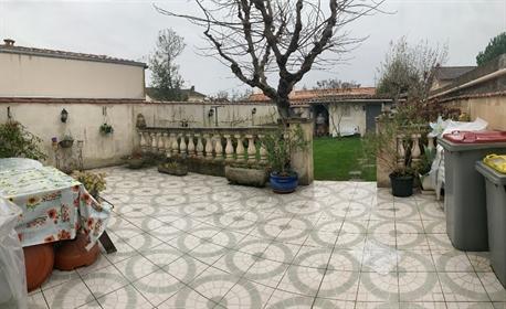 Niort Centre ville Maison 3 chambres garage et jardin. Chauffage Gaz de Ville. Belle faça