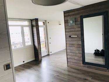 Magnifique appartement T4 d'environ 90 m² entièrement rénové situés au dixième étage de la