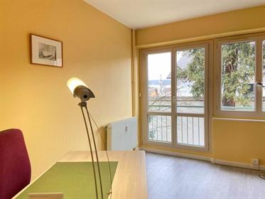 54000 Nancy, je vous propose cet appartement lumineux, au calme, situé au premier étage da