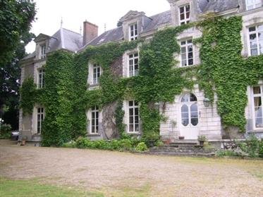 Prix En Baisse - Élégant château avec maison d'amis et piscine