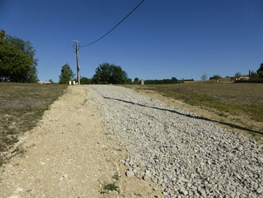 Very beautiful building plot, only a 10 minute drive from Auch, south facing with views.