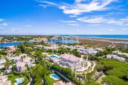 Breathtaking Quinta do Lago estate