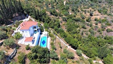 Περα Μελανα, Απόλλωνας ανεξάρτητο σπίτι 208 m2