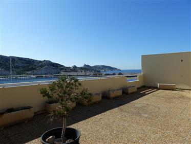 Triple exposure duplex rooftop apartment with panoramic sea ...
