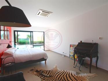 Luxuosa moradia contemporânea de 4 quartos situada perto de Olhão