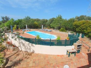 Quinta renovada com 3 casas independentes e piscina