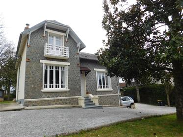 Stunning stone house with 3 bedrooms, workshop, garage and lovely gardens of 3,113m2.  Town location