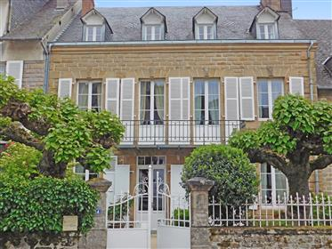 Superbe maison bourgeoise de caractère, de style Directoire, comprenant 6 chambres et un jardin de 1