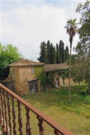 Antica villa nobiliare in Toscana