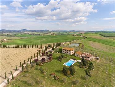 Vendesi agriturismo vicino a Siena in Toscana