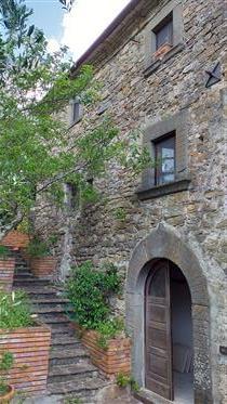 Maison en pierre rénovée avec caractère et panorama. Les Lucchese.