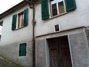 Casa in pietra con vista Alpi Apuane , Terrazza, prezzo fantastico in  Lunigiana. La casa del dottor