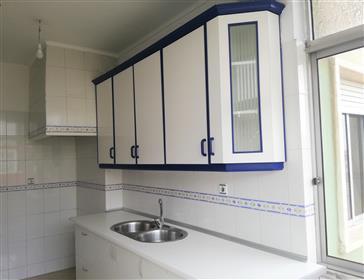 Apartamento com 90 m2, perto do metro e comboio na Reboleira