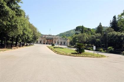 Albergo/Hotel di 3200 m2 a Montecatini-Terme