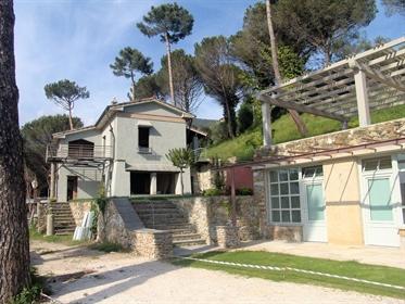 Villa singola di 350 m2 a Pietrasanta