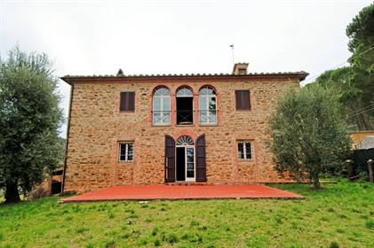 Rustico/Casale/Corte di 220 m2 a Chianni