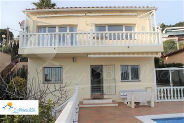 Ebm61 Casa unifamiliar en perfecto estado, con piscina, hermosa vista, jardín y garaje.