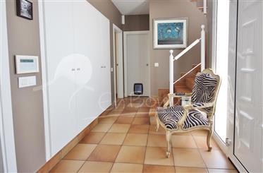 Venta de impecable Villa de 4 dormitorios con piscina, orientación sud