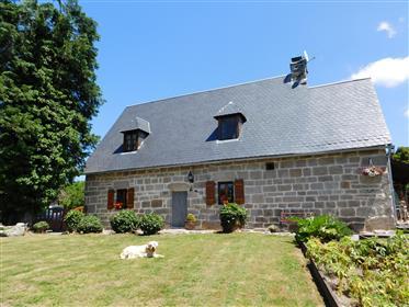 Ο Κορρέι. Σεντ Όγκουστιν.  Εξαιρετικό πέτρινο σπίτι με ξύλινο σαλέ, διπλό γκαράζ και πνεύμα πισίνας