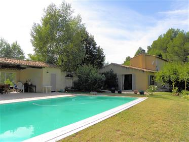 Superb villa with pool in the Luberon