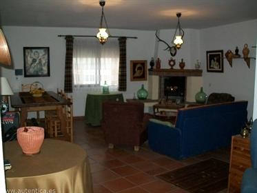 Magnifica casa de pueblo o casa rural, aprovechando los antiguos tapiales de mas de 60 cm.