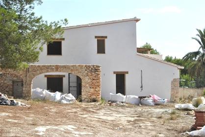 Finca en venta en Teulada 3 fachadas&nbsp con 5400m2 de parcela. Tiene mas de 100 a&ntilde