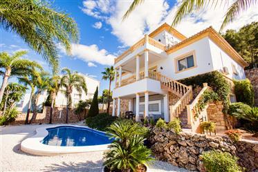 Villa de 5 dormitorios con vista al mar en Monte Pego