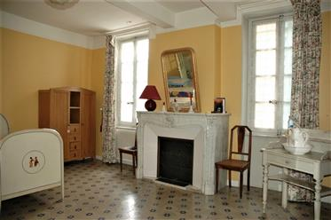 Elegant Maison de Maitre with with garden in busy Minervois village