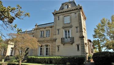 Château de charme avec parc au centre de Narbonne