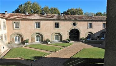 Charming duplex in stately building in Canal du Midi village