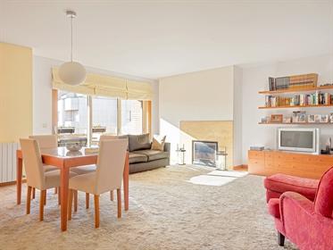 Appartement F4 de 225 m2, avec vue sur la mer, situé à Foz, à Porto. Intégré au sein dune