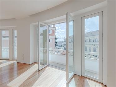 Apartamento 4+1 quarto com 230 m², recentemente reabilitado,...