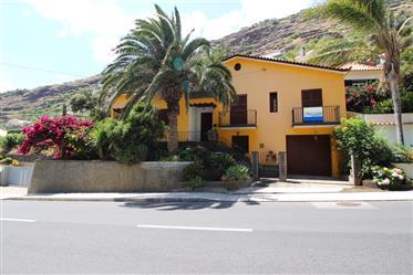 Maison individuelle T4 na Tabua-Ribeira Brava