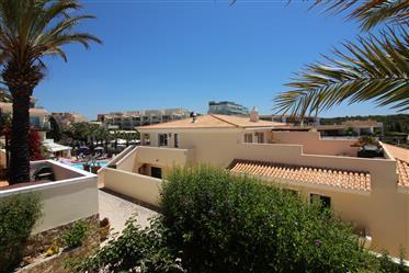 Apartamento duplex com grande terraço e vista mar na praia e...