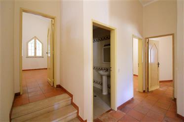 Bela casa ou retiro em localização central no Algarve