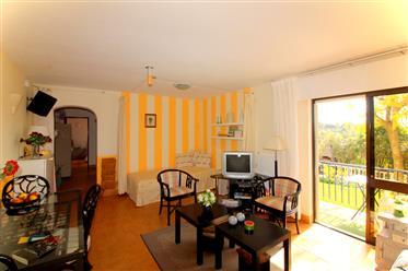 Villa linda à beira de um vale verde com vista para o mar distante em Tunes