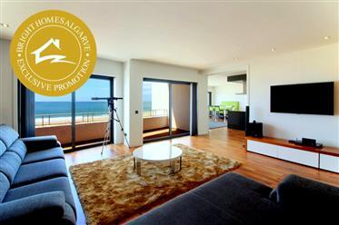 Generoso apartamento no último andar na praia na Praia da Rocha