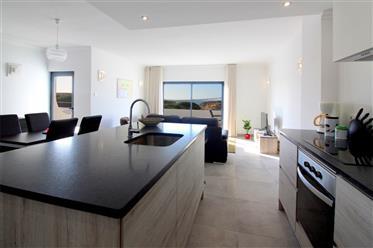Apartamento T2 totalmente renovado com vista mar na praia Centeanes em Carvoeiro