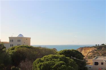 Apartamento T2 totalmente renovado com vista mar na praia Ce...