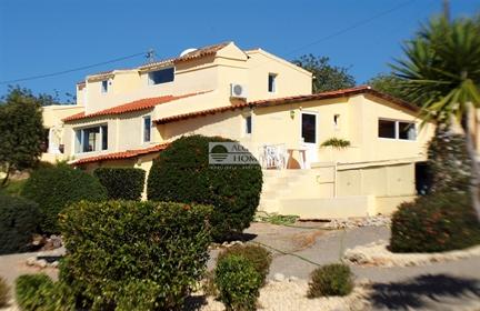 Casa: 242 m²