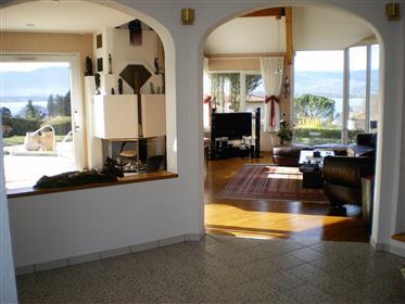 Belle villa avec vue sur le lac à Messery