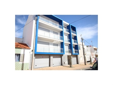 Prédio c/ 6 apartamentos e 6 garagens em Monte Gordo.